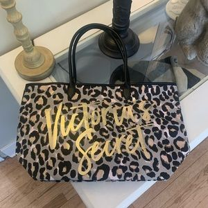 Victoria Secret never been used tote bag! 🖤